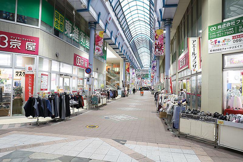 一番街通りの商店街へとつづく通路