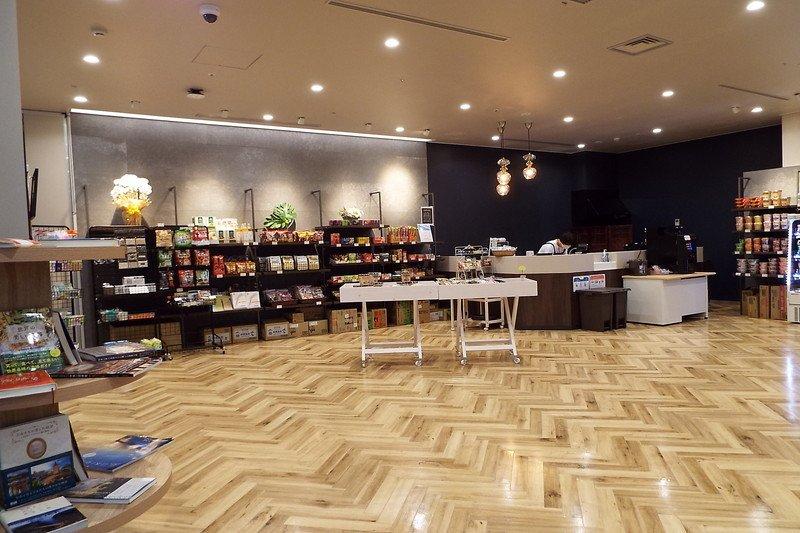 「キラメキテラスヘルスケアホスピタル」1F売店・カフェを含む、地域交流センタースペース